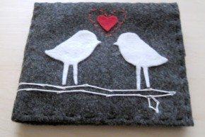 Este cartão romântico de feltro pode ser oferecido a quem você quiser (Foto: designplusyou.blogspot.com.br)