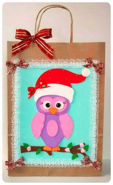 Decorar sacola de papel para presente é ótima forma de personalizar ainda mais o seu presente (Foto: sinimbu.com.br)