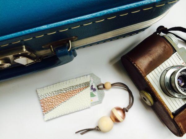 Etiqueta de bagagem é útil e vai deixar a sal mala ainda mais charmosa (Foto: babybugjournals.com)