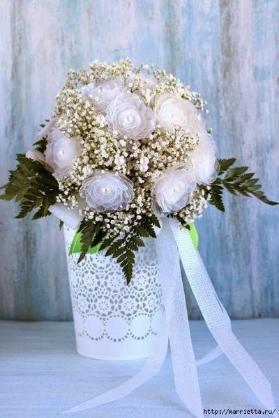 Este lindo buquê de flores com material reutilizado vai fazer o maior sucesso em seu casamento (Foto: marrietta.ru)