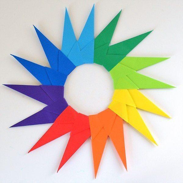 Esta estrela de origami também pode ser feita com uma cor única (Foto: dreamalittlebigger.com)
