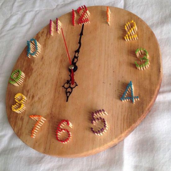 Relógio de parede artesanal pode ter a cor que você quiser (Foto: guidecentr.al)