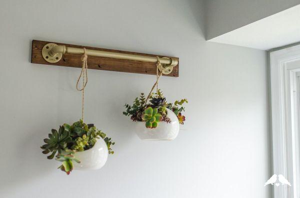 Suporte de parede para plantas é lindo e diferencia a sua casa (Foto: capitolromance.com)
