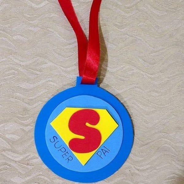 lembrancinha de dia dos pais simples medalha
