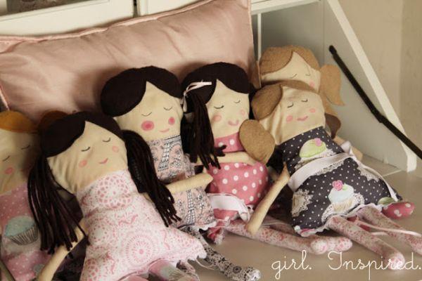 Faça uma boneca de pano para a sua menina viver a magia das épocas antigas onde só existiam bonecas de pano (Foto: thegirlinspired.com)