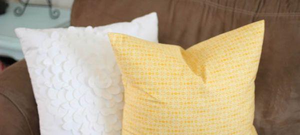 Faça esta fácil capa para almofada para redecorar os seus espaços (Foto: iheartnaptime.net)