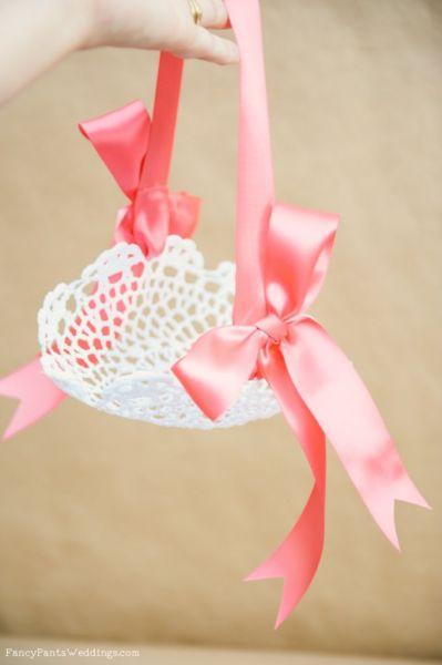 Faça esta simpática cestinha decorada para acomodar objetos favoritos (Foto: fancypantsweddings.com)