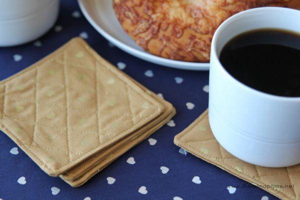 Este porta-copos de tecido pode ter os detalhes que você quiser (Foto: iheartnaptime.net)
