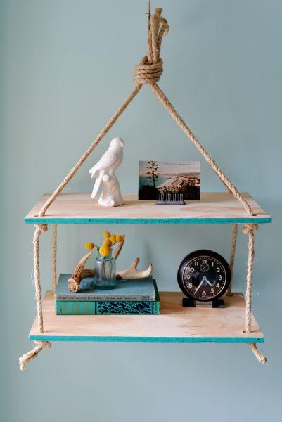 Faça uma prateleira suspensa para decorar os seus ambientes (Foto: homedit.com)