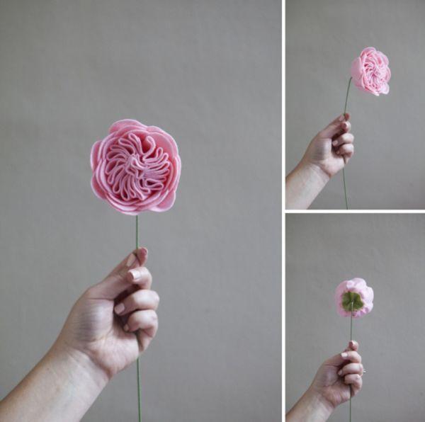 Estas rosas de feltro podem virar um arranjo lindo para deixar sua casa mais aconchegante (Foto: somethingturquoise.com)