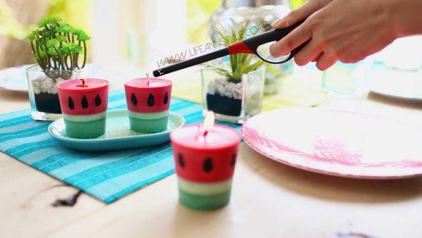 Velas de melancia decoram e forma divertida (Foto: lifeannstyle.com)