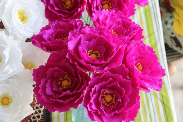 A seguir fáceis flores de papel para fazer em casa (Foto: onewed.com)