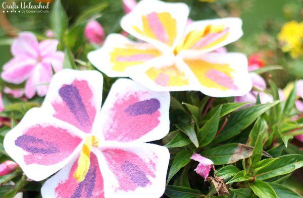 Flores havaianas de feltro podem ter as cores e o estilo que você desejar (Foto: craftsunleashed.com)