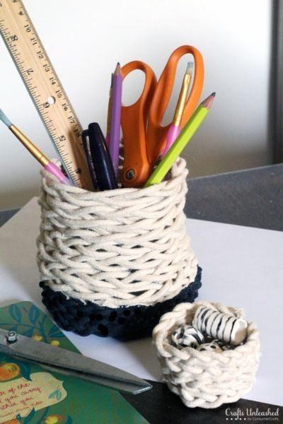 Este porta-lápis com barbante pode ter o detalhe com a cor que você quiser (Foto: craftsunleashed.com)