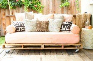 Sofá de pallets é lindo e sustentável (Foto: prettyprudent.com)