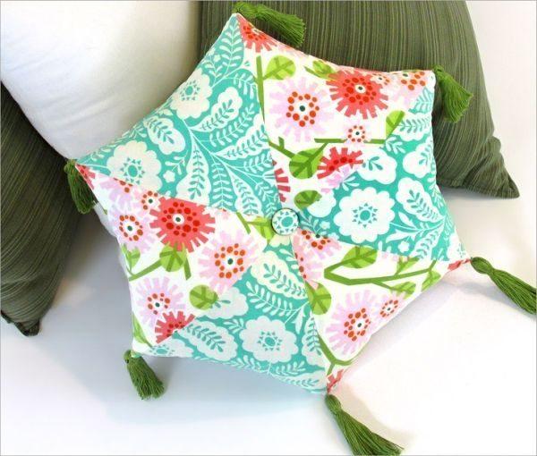 Esta diferenciada almofada em tecido sempre faz o maior sucesso (Foto: sew4home.com)