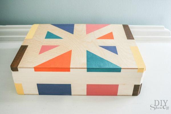 Esta caixa de MDF pintada pode ter o estilo e cores que você desejar (Foto: diyshowoff.com)