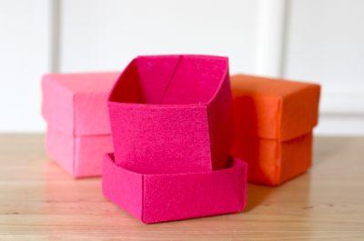 Faça muitas desta caixinha de feltro e ganhar um dinheiro extra para rechear o sue orçamento (Foto: howaboutorange.blogspot.com.br)