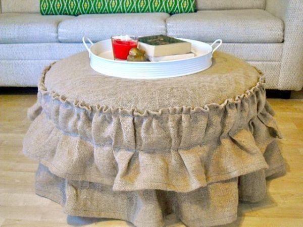 Esta capa para puff redondo renova qualquer peça, até mesmo as bem velhas e antigas (Foto: oh-my-goods.com)