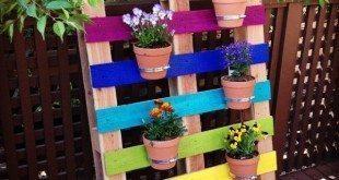 Decorar jardim com paletes é muito fácil (Foto: hellocreativefamily.com)
