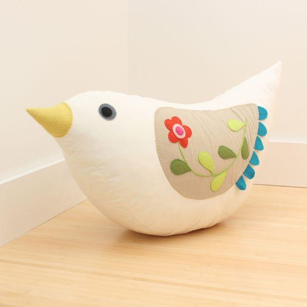 Este pássaro de tecido com enchimento é lindo e sempre faz o maior sucesso (Foto: upcraftclub.com)