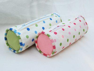Este estojo escolar em tecido pode ter a combinação de cores ou estampas de sua preferência (Foto: sewmamasew.com)