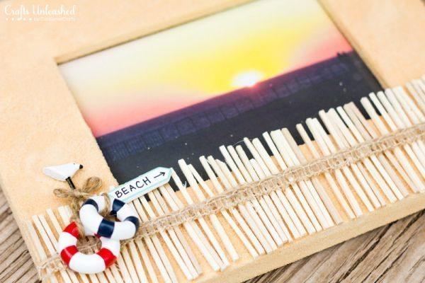 Este porta-retrato decorado com areia é descolado e fácil de ser conseguido (Foto: blog.consumercrafts.com)