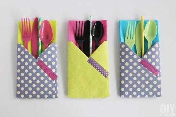 Este porta-talheres de mesa feito de papel é lindo e pode ter o estilo que você desejar (Foto: thediydreamer.com)