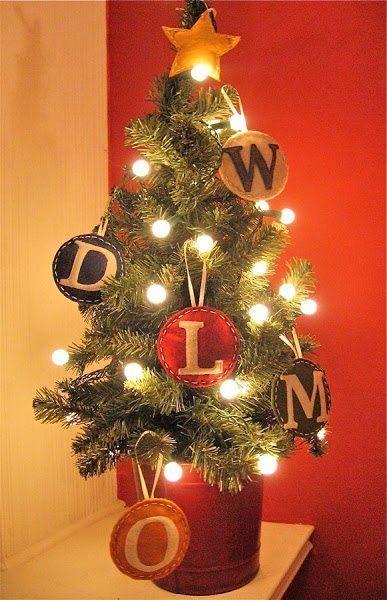 Há lindas opções de enfeites de feltro para árvore de Natal (Foto: sayyes.com)