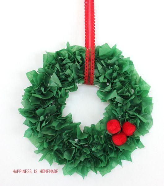 Guirlanda natalina de papel de seda pode ter o estilo que você preferir (Foto: happinessishomemade.net)