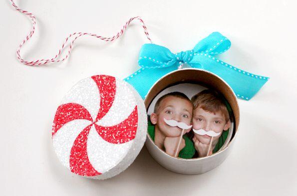 Este enfeite de Natal diferente e fácil de fazer pode ter o estilo que você desejar (Foto: u-createcrafts.com)