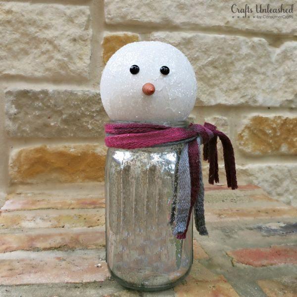 Esta sustentável ideia para fazer um boneco de neve gastando pouco é muito bonita também (Foto: blog.consumercrafts.com)
