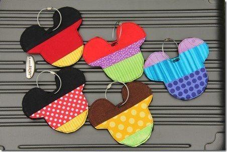 Este identificador de bagagem é fofo e você pode utilizar retalhos de tecido para confeccioná-lo (Foto: craftystaci.com)