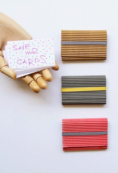 Este porta cartão de visita de papel é sofisticado e pode ter a combinação de cores que você desejar (Foto: mylifeboxjewelry.com)