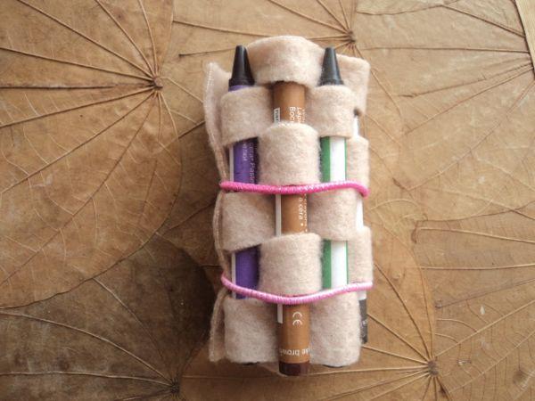 Porta-giz de cera de feltro é funcional e sustentável (Foto: in-love-with-art.blogspot.com.br)