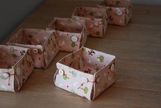 Passe o tempo de forma divertida confeccionando caixa pequena de tecido (Foto: woolfoodmama.typepad.com)