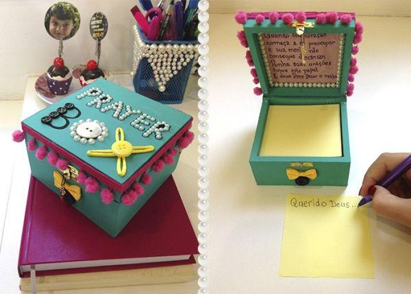 Caixinha de oração decorada pode possuir os enfeites que você desejar (Foto: stephania.com.br)