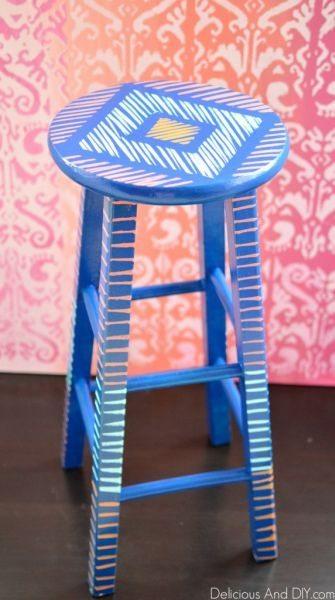 Decorar um banquinho pode abrir infinitas possibilidades para você trabalhar com a sua criatividade (Foto: deliciousanddiy.com)