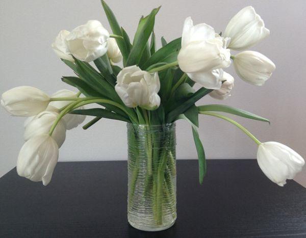 Esta decoração rápida e barata para vasos pode ter ouros formatos também (Foto: thebudgetdecorator.com)
