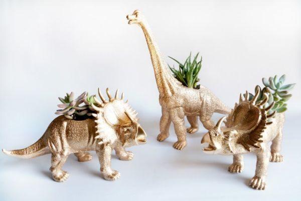 Decoração com animais de plástico é diferente e linda (Foto: maggieoverbystudios.com)