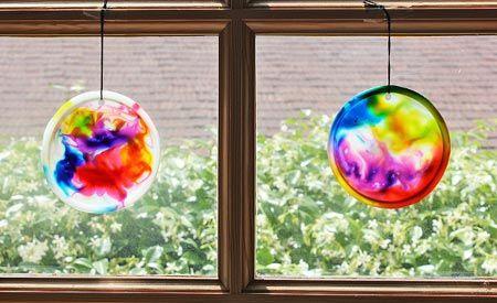 Esta ideia de decoração com reciclagem de tampas é diferente e muito divertida (Foto: ecodesenvolvimento.org)