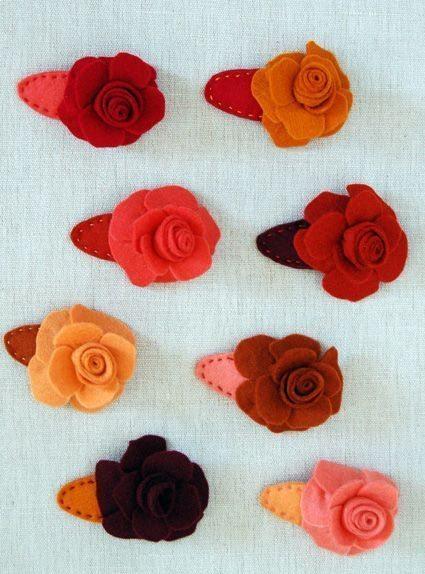 Presilhas de cabelo de rosas em feltro podem também enfeitar o seu look, quando usadas como broche (Foto: purlsoho.com)