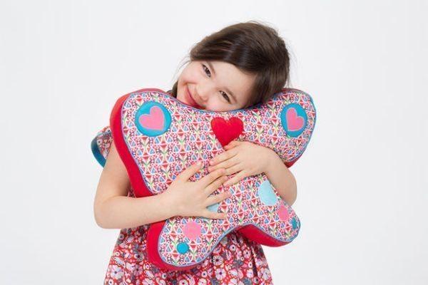Esta fofa almofada borboleta pode ter a combinação de cores ou estampas que você desejar (Foto: instructables.com)