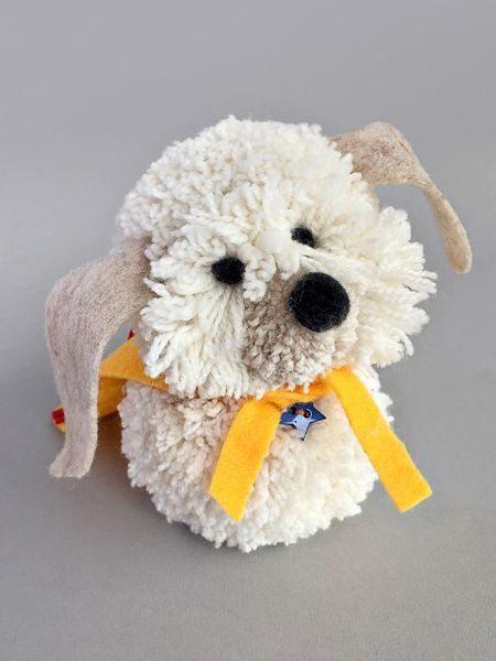 Este artesanato com pompom de lã pode ter os detalhes que você quiser (Foto: handmadecharlotte.com)