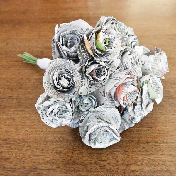Invista sem medos em Bouquet de flores de jornal para deixar a sua vida mais delicada (Foto: popsugar.com)