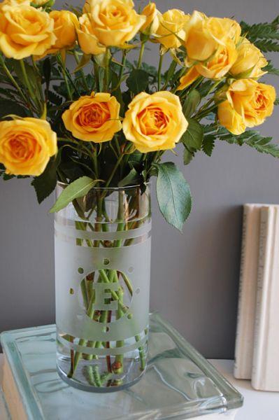 Decorar um vaso de planta com cola pode ser muito fácil e muito interessante (Foto: merrimentdesign.com)