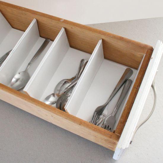 Faça já muitas divisórias para gavetas de cozinha para organizar a sua vida (Foto: dreamalittlebigger.com)