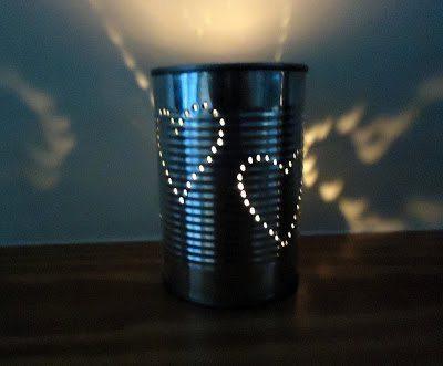 Faça artesanato com lata de metal para iluminar os seus cantinhos especiais (Foto: charlottehupfieldceramics.com)