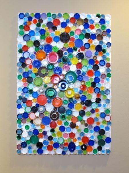 Artesanato com tampinhas plásticas pode também ter outros estilos (Foto: blukatkraft.blogspot.com.br)