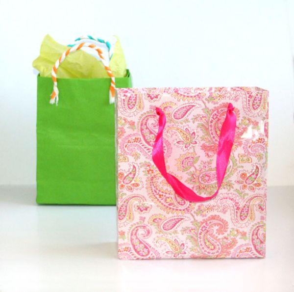 Com este embrulho para presente simples seu objeto ficará com visual elaborado (Foto: apieceofrainbow.com)